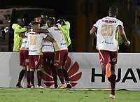 BOGOTÁ - COLOMBIA, 25-10-2017: Jugadores del Tolima celebran después de anotar un gol a Santa Fe durante el encuentro entre Independiente Santa Fe y Deportes Tolima por la fecha 15 de la Liga Aguila II 2017 jugado en el estadio Nemesio Camacho El Campin de la ciudad de Bogotá. / Players of Tolima celebrate after scoring a goal to Santa Fe during match between Independiente Santa Fe and Deportes Tolima for the date 15 of the Aguila League II 2017 played at the Nemesio Camacho El Campin Stadium in Bogota city. Photo: VizzorImage/ Gabriel Aponte / Staff