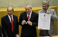 SÃO PAULO,SP,21 MAIO 2012 - LULA TITULO CIDADÃO PAULISTANO <br /> O ex-presidente Luiz Inácio Lula da Silva recebeu o titulo de cidadão paulistano  na Câmara Municipal de São Paulo, por iniciativa dos vereadores Alfredinho (PT)<br /> Na mesma ocasião, o ex-presidente recebereu a Medalha Anchieta e o Diploma de Gratidão da Cidade de São Paulo, por iniciativa do vereador José Américo (PT). FOTO ALE VIANNA - BRAZIL FOTO PRESS