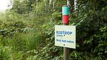 HENGELO (GLD) - Biotoop , GKM . GKM betekent Gebied met  Kwetsbaar Milieu. op golfbaan 't Zelle. Een biotoop (Gr: ???? (bios) - leven, ??&pi;?? (topos) - plaats) is een gebied met een uniform landschapstype waarin bepaalde organismen kunnen gedijen. Een biotoop moet worden onderscheiden van het bioom, de niche en het verspreidingsgebied. Binnen een biotoop kunnen habitats worden onderscheiden.<br />  COPYRIGHT KOEN SUYK