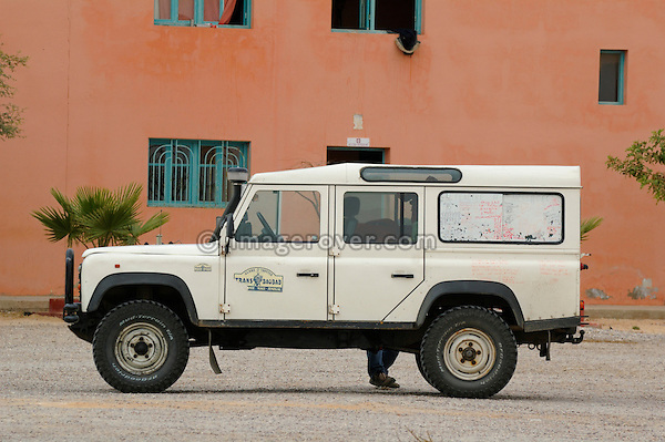 Africa, Morocco, Western Sahara, nr. Dakhla. A tourists Land Rover Defender. --- No releases available. Automotive trademarks are the property of the trademark holder, authorization may be needed for some uses.