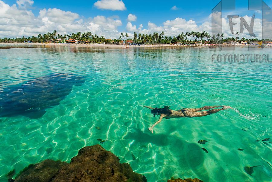 Mulher Nadando Nas Piscinas Naturais De Porto De Galinhas