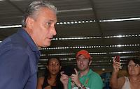 SAO PAULO, SP, 21 FEVEREIRO 2013 -  Tecnico Tite  no desembarque da equipe do Corinthians após partida contra o San Jose da Bolivia valida pela Taca Libertadores da America, no aeroporto de Cumbica , em Guarulhos. nesta quarta feira 21. (FOTO: ALAN MORICI / BRAZIL PHOTO PRESS).