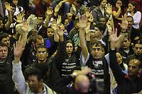 SAO PAULO, SP, 27 DE MAIO 2013 - Metroviariarios durante assembleia nesta segunda-feira, 27, para decidir se a categoria entrará em greve a partir desta terça-feira, 28. Ato na quadra do Sindicato dos Metroviarios do Estado de São Paulo. Foi decidido nova assembléia dia 3/6 para possível greve no dia 4/6. Foto: William Volcov / Brazil Photo Press ).