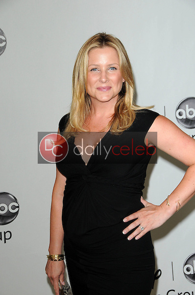 Jessica Capshaw<br />