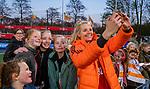 UTRECHT - keeper Alexandra Heerbaart (Ned) maakt selfie na haar eerste interland,    na   de Pro League hockeywedstrijd wedstrijd , Nederland-China (6-0) .  COPYRIGHT  KOEN SUYK
