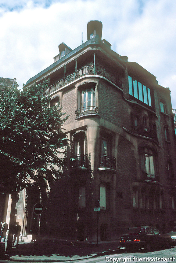 Hector Guimard: Hotel Guimard, 122 Avenue Mozart, 1909-1910. Guimard's own home. Photo '90.