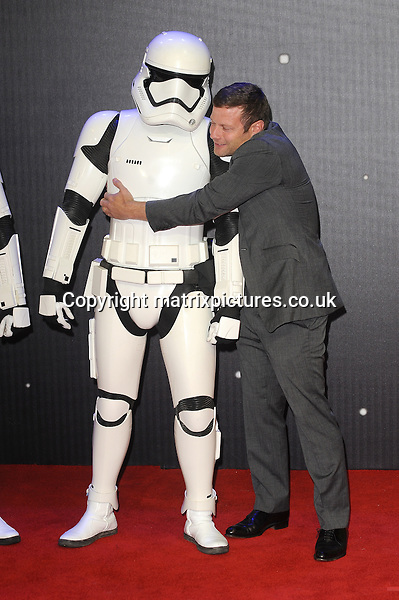 NON EXCLUSIVE PICTURE: PAUL TREADWAY / MATRIXPICTURES.CO.UK<br /> PLEASE CREDIT ALL USES<br /> <br /> WORLD RIGHTS<br /> <br /> English presenter Dermot O'Leary attending the European Premiere of Star Wars: The Force Awakens in Leicester Square, London.<br /> <br /> DECEMBER 16th 2015<br /> <br /> REF: PTY 153700