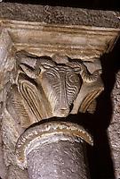 Europe/France/Midi-Pyrénées/12/Aveyron/Larzac/Nant: Eglise abbatiale Saint Pierre de Nant - détail chapiteau Tête de Brebis - Hommage au Roquefort