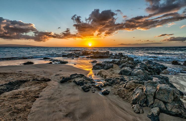 Sunset viewed from Kamaole Beach Park III at the southern end of Kihei, Maui.