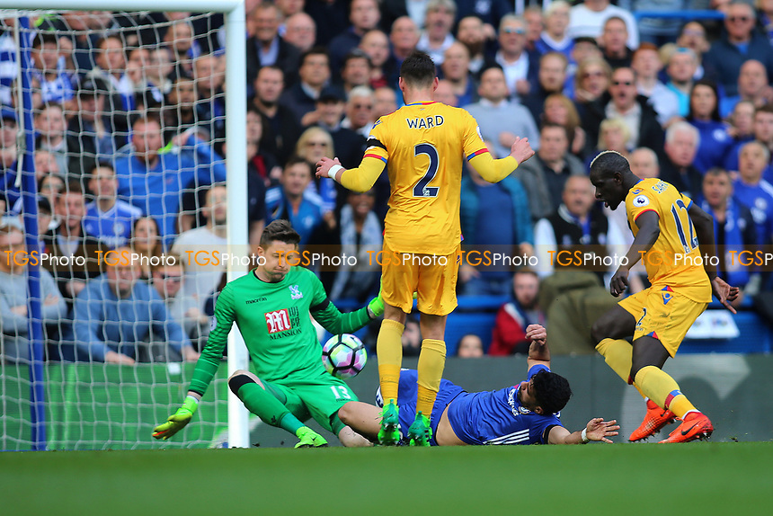 Diego Costa of Chelsea goes close to an equalizer during Chelsea vs Crystal Palace, Premier League Football at Stamford Bridge on 1st April 2017