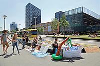 Nederland Utrecht. Universiteitsterrein de Uithof. Studenten proberen wat bij te verdienen met verkoop van oude spullen