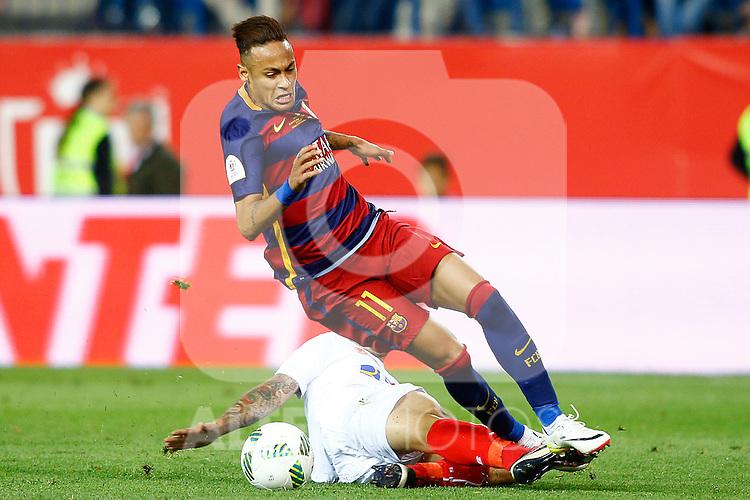FC Barcelona's Neymar Santos Jr (r) and Sevilla CF's Ever Banega during Spanish Kings Cup Final match. May 22,2016. (ALTERPHOTOS/Acero)