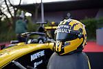 11.04.2019, Shanghai Audi International Circuit, Shanghai, 2019 FORMULA 1 HEINEKEN CHINESE GRAND PRIX<br /> im Bild<br />Nico H&uuml;lkenberg (GER#27), Renault F1 Team mit seinem Helm gehalten im Uralt-Design<br /><br /> <br /> Foto &copy; nordphoto / Bratic