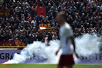 Fumogeno tirato dai tifosi della Roma . Smoke bomb threw  from AS Roma supporters <br /> Bologna 31-03-2018 Stadio Dall'Ara Football Calcio Serie A 2017/2018 Bologna - AS Roma. Foto Andrea Staccioli / Insidefoto