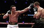 Juna manuel  Marquez gano por desicion unanime a Sehiy Fedchenko y asi se coro campeon ligero de la OMB