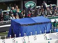 Blickdichtes Zelt am Spielfeldrand des MetLife Stadium, um Verletzte vor den Blicken und Kameras bei der Behandlung zu schützen - 08.12.2019: New York Jets vs. Miami Dolphins, MetLife Stadium New York