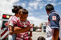 """Personal de la Cruz roja intenta trasladar y acomodar a migrantes a otros albergues, ya que el Comedor Comunitario en la colonia San Luis de Hermosillo Sonora, se encuentra saturado por un buen numero de personas integrantes de la Caravana del Migrante. <br /> <br />  Caravana del Migrante integrada por 600 personas en su mayoría de origen centroamericano, arribo a Hermosillo a bordo del tren conocido como """"La Bestia"""", provienen de la frontera Sur del País y con rumbo a la ciudad de Mexicali donde continuaran el viaje hasta Tijuana.<br /> La caravana tiene como objetivo solicitar <br /> asilo a Estados Unidos y algunos integrantes piensan solicitar una visa humanitaria en Mexico para laborar en los campos de Sonora y Baja California.<br /> (Photo: NortePhoto/Luis Gutierrez)"""