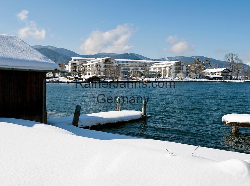 Germany, Bavaria, Upper Bavaria, Tegernseer Valley, Winter at Lake Tegern; view across the lake towards 5-star-hotel Seehotel Ueberfahrt in Rottach-Egern
