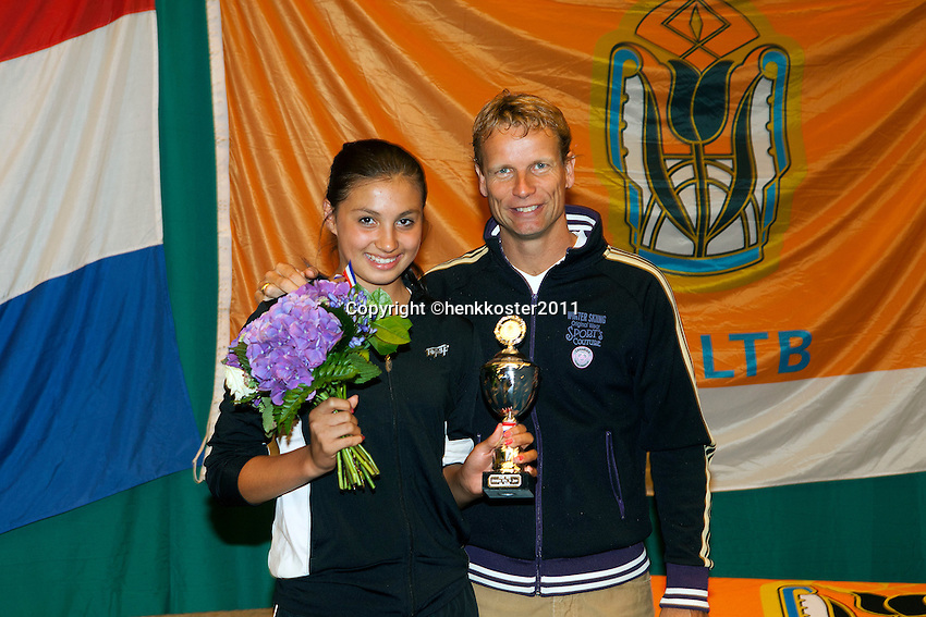 13-08-11, Tennis, Hillegom, Nationale Jeugd Kampioenschappen, NJK, 4e bij de meisjes tot 14 jaar Tessa van der Ploeg met Jan Siemerink