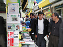 Iran 2004  Kiosque &agrave; journaux avec des publications kurdes &agrave; Sanandaj.<br />