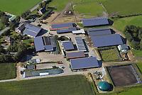 Bauernhof mit Solardach: EUROPA, DEUTSCHLAND, SCHLESWIG- HOLSTEIN,  (GERMANY), 06.09.2013: Bauernhof mit Solardach