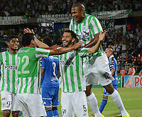 MEDELLÍN -COLOMBIA-10-08-2014. Jugadores de Atlético Nacional celbran un gola anotado a Millonarios durante partido por la fecha 4 de la Liga Postobón II 2014 jugado en el estadio Atanasio Girardot de la ciudad de Medellín./ Atletico Nacional Players celebrate a goal scored to Millonarios during the match for the 4th date of the Postobon League II 2014 at Atanasio Girardot stadium in Medellin city. Photo: VizzorImage/Luis Ríos/STR