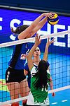 18.11.2018, Halle Berg Fidel, Muenster<br />Volleyball, Bundesliga Frauen, Normalrunde, USC MŸnster / Muenster vs. VfB Suhl Lotto ThŸringen / Thueringen<br /><br />Block McKenzie Jacobson (#13 Suhl) - Block Kazmiere Telonna Brown (#10 Muenster)<br /><br />  Foto © nordphoto / Kurth