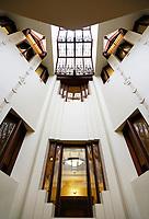 Nederland  Amsterdam - 2017.   Open Monumentendag. Het Scheepvaarthuis -  Grand Hotel Amrath. Het Scheepvaarthuis is ontworpen door J.M van der Mey. Het trappenhuis  Foto Berlinda van Dam / Hollandse Hoogte