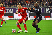Joshua Kimmich (FC Bayern Muenchen) gegen Jetro Willems (Eintracht Frankfurt) - 22.12.2018: Eintracht Frankfurt vs. FC Bayern München, Commerzbank Arena, DISCLAIMER: DFL regulations prohibit any use of photographs as image sequences and/or quasi-video.