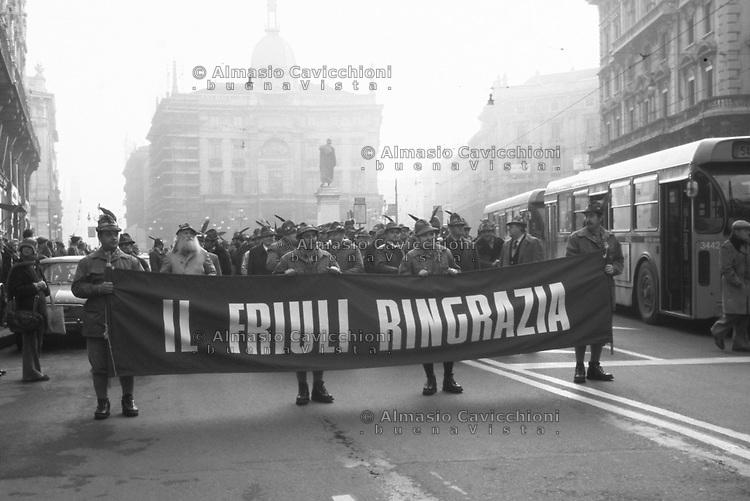Milano, nell'anniversario del terremoto del Friuli del Maggio 1976, manifestazione degli alpini per ringraziare.<br /> Milan, on the anniversary of the Friuli earthquake in May 1976, demonstration of the Alpine to thank.