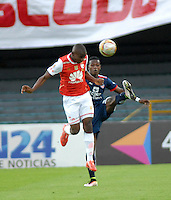 BOGOTA - COLOMBIA - 14-05-2016: Dairon Mosquera (Izq.) jugador de Independiente Santa Fe disputa el balón con Juan Mosquera (Der.) jugador de Fortaleza FC, durante partido por la fecha 18 entre Independiente Santa Fe y Fortaleza FC, de la Liga Aguila I-2016, en el estadio Nemesio Camacho El Campin de la ciudad de Bogota.  / Dairon Mosquera (L) player of Independiente Santa Fe struggles for the ball with Juan Mosquera (R) player of Fortaleza FC, during a match of the date 18 between Independiente Santa Fe and Fortaleza FC, for the Liga Aguila I -2016 at the Nemesio Camacho El Campin Stadium in Bogota city, Photo: VizzorImage / Luis Ramirez / Staff.