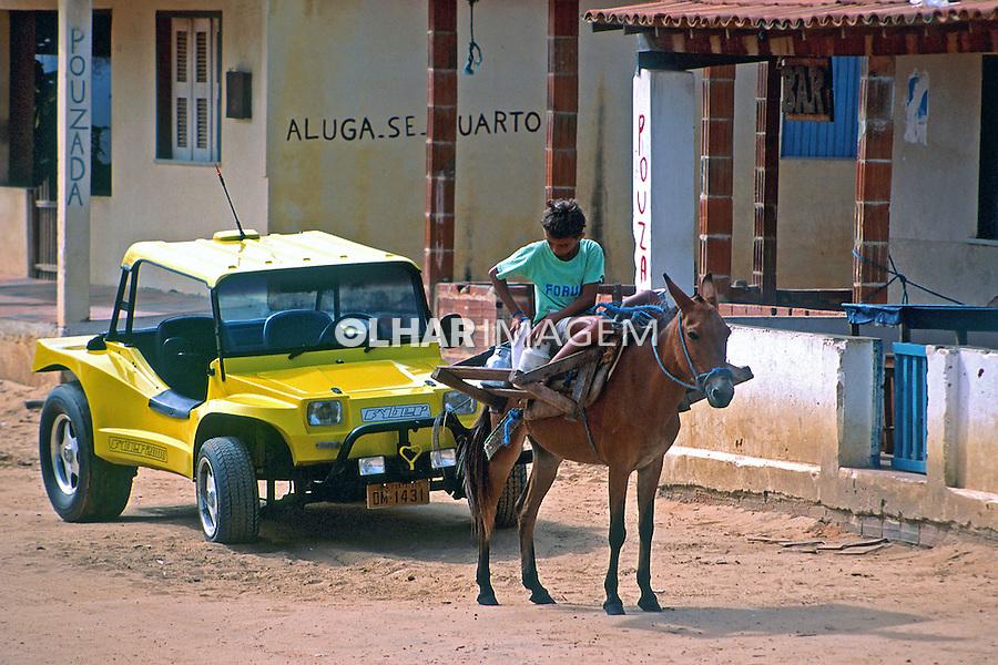 Menino trabalhando na entrega de leite em Canoa Quebrada, Ceará. 1993. Foto de Juca Martins...