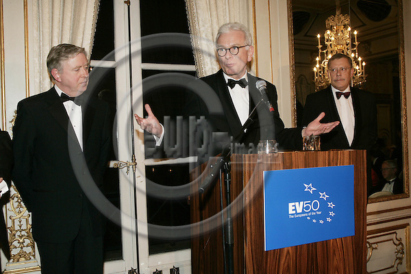 BRUSSELS - BELGIUM - 30 NOVEMBER 2004 --The EV50 Gala Dinner and Awards Ceremony 2004--MEP Hans-Gert POTTERING(M) recieved the MEP of the Year award from Silvio GABRIEL(R), Novartis, and was presented by Pat COX(L). PHOTO: ERIK LUNTANG / EUP-IMAGES