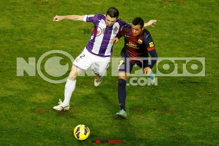 Real Valladolid's Antonio Rukavina (l) and FC Barcelona's Alexis Sanchez during La Liga match.December 22,2012. (ALTERPHOTOS/Acero) /NortePhoto