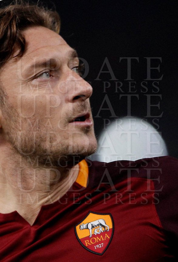 Calcio, andata degli ottavi di finale di Champions League: Roma vs Real Madrid. Roma, stadio Olimpico, 17 febbraio 2016.<br /> Roma's Francesco Totti during the first leg round of 16 Champions League football match between Roma and Real Madrid, at Rome's Olympic stadium, 17 February 2016.<br /> UPDATE IMAGES PRESS/Isabella Bonotto