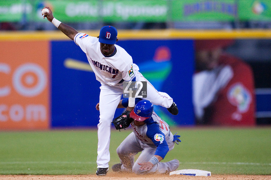 8 March 2009: #51 Carlos Ruiz of Panama collides with #7 Jose Reyes of Dominican Republic at second base during the 2009 World Baseball Classic Pool D match at Hiram Bithorn Stadium in San Juan, Puerto Rico. Dominican Republic wins 9-0 over Panama.