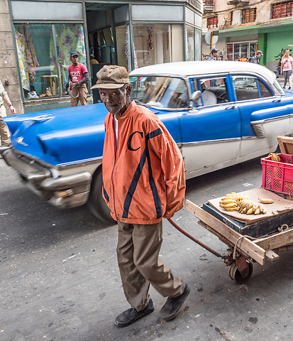 Making a delivery, Centro Habana