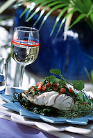 """Europe/France/Aquitaine/33/Gironde/Pyla-sur-Mer: Bar aux algues et épinards vapeur sauce vierge - Recette de Gérard Tissier du restaurant """"Gérard Tissier"""" Boulevard de l'Océan"""