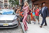 NEW YORK, EUA, 27.06.2017 - GIGI-HADID - A modelo norte-americana é vista Gigi Hadid é vista no Soho na Ilha de Manhattan em New York nesta terça-feira, 27. (Foto: Vanessa Carvalho/Brazil Photo Press)