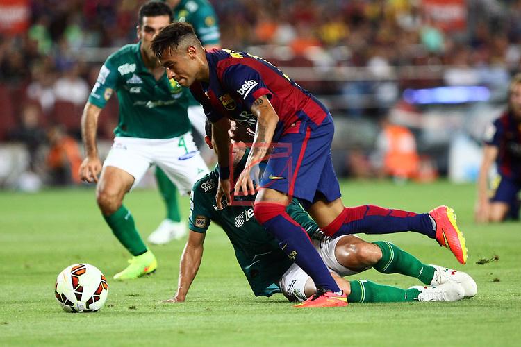 49e Trofeu Joan Gamper.<br /> FC Barcelona vs Club Leon FC: 6-0.<br /> Neymar Jr. vs Jonny Magallon.