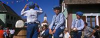 Europe/France/Alsace/67/Bas-Rhin/Krautergersheim : Fête de la choucroute lors du défilé des chars [Non destiné à un usage publicitaire - Not intended for an advertising use]