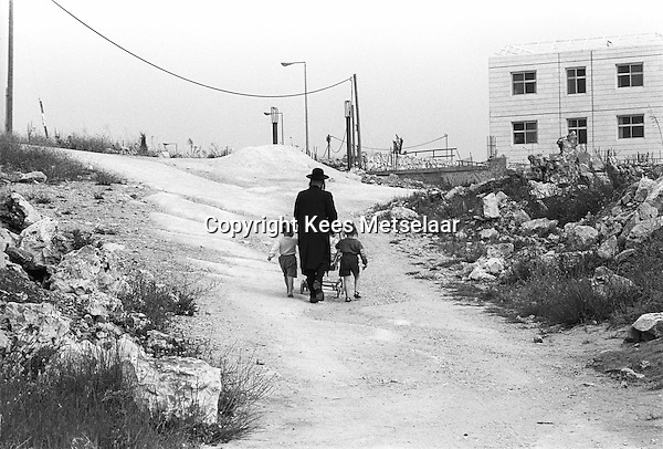 Israel, March and April 1987  ..A trip through Israel and its occupied territories during the first Intifada, Palestinian uprising in 1987.  Orthodox jewish settlers in new town in the occupied West Bank...Photo Kees Metselaar