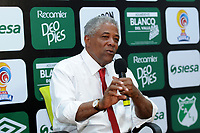 PALMASECA-COLOMBIA, 19-07-2017.  Francisco Maturana director técnico  del Once Caldas durante el encuentro contra el Deportivo Cali,   por la fecha 3 de la Liga Aguila II 2017 disputado en el estadio del Deportivo Cali en Palmaseca./Francsico Maturana coach  of Once Caldas during match agaisnt  of Deportivo Cali  during match for the date 3 of the Aguila League II 2017 played at Deportivo Cali  stadium in Palmaseca. Photo:VizzorImage / Nelson Rios  / Cont