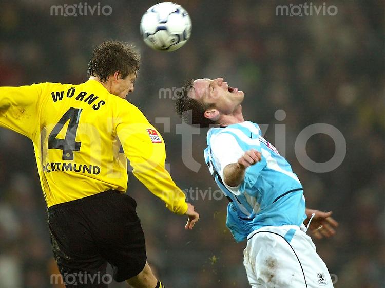 Fussball / 1. Bundesliga Saison 2002/2003   13. Spieltag Borussia Dortmund - 1860 Muenchen 1:0     Christian Woerns (li, BVB) im Kopfballduell mit Markus Schroth (re, 1860 Muenchen)
