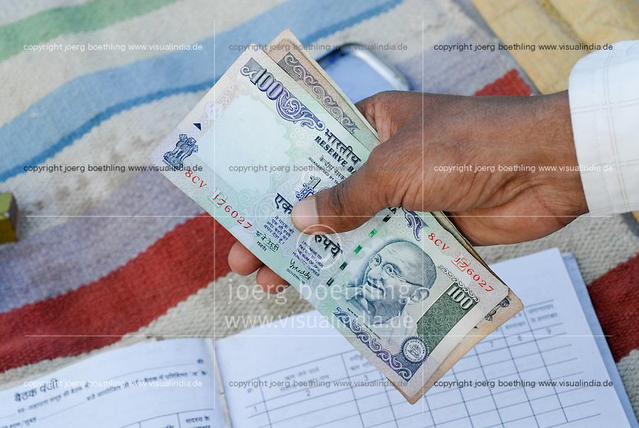 INDIA Madhya Pradesh, rural women bank in village, indian hundred rupee banknotes with Mahatma Gandhi image  / INDIEN Madhya Pradesh , Frauensparkasse nach dem Vorbild der Grameen Bank in einem Dorf