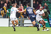 10th September 2017, Sixways Stadium, Worcester, England; Aviva Premiership Rugby, Worcester Warriors versus Wasps; Bryce Heem of Worcester Warriors toys to break the Wasps defence