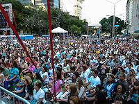RIO DE JANEIRO,RJ 02 DE SETEMBRO 2012 - LIDER HUMANITARIO RAVI SHANKAR  PREGA A PAZ NO CENTRO DO RIO.<br /> Na tarde de domingo 02 setembro 2012,  lider humanit&aacute;rio Indiano Ravi Shankar, pregou a paz na Cinel&acirc;ndia no centro da cidade do Rio de Janeiro.  Todos os participantes ficaram sentados no ch&atilde;o seguindo as palavras de medita&ccedil;&atilde;o e concentra&ccedil;&atilde;o do guru. <br /> <br /> FOTO RONALDO BRANDAO/BRAZIL PHOTO PRESS