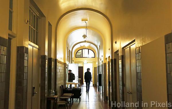 Nederland  Amsterdam - 2017.   Open Monumentendag. Gang in het Lloyd Hotel.  Foto Berlinda van Dam / Hollandse Hoogte