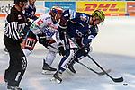 08.09.2017, Eissporthalle am Seilersee - Das Eiswerk, Iserlohn, GER, DEL, Iserlohn Roosters vs Schwenninger Wild Wings, im Bild<br /> <br /> von links: Andree Hult ( Schwenningen #12), Jake Weidner ( Iserlohn #7 )<br /> <br /> <br /> Foto &copy; nordphoto / Treese
