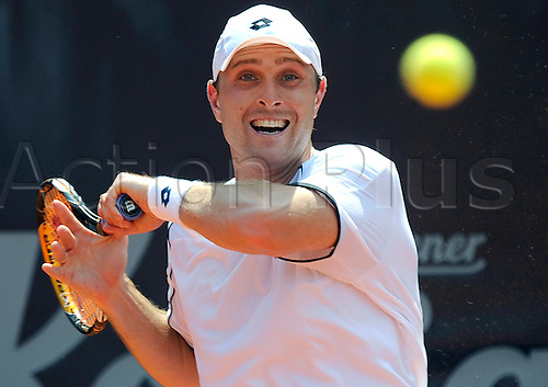 Germany's Michael Berrer returns a forehand to Italy's Seppi during their ATP 2010;German Open match at Rothenbaum club in Hamburg, Germany, 21 July 2010. Seppi defeated Berrer with 6-2, 7-6.